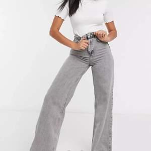 hej hörni, söker dessa jeans från asos märket Stradivarius strl 32/UK4 eller kanske 34/UK6 men helst 32 för ett bra pris, hör av er💗😋