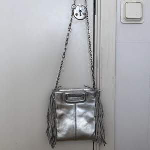 Silvrig väska från maje, sparsamt använd!
