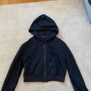 Shein hoodie med dragkedja i fint skick, storlek S. Köparen står för frakt.
