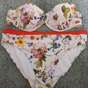 Beautiful bikini, brand Selmark Mare. Unfortunately it is too big for me.