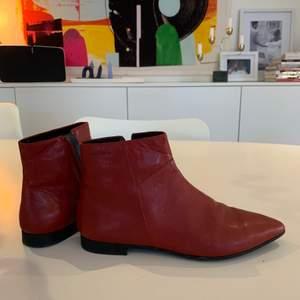 Oanvända snygga vagabond boots i rött skinn storlek 37. Nypris 1299kr. Mitt pris 300.