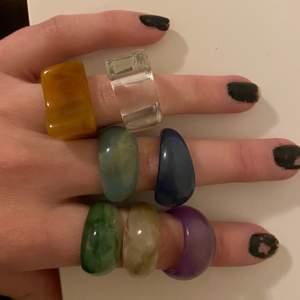 Säljer dessa superfina ringar i olika färger för 60kr styck💕💕 2 för 100kr