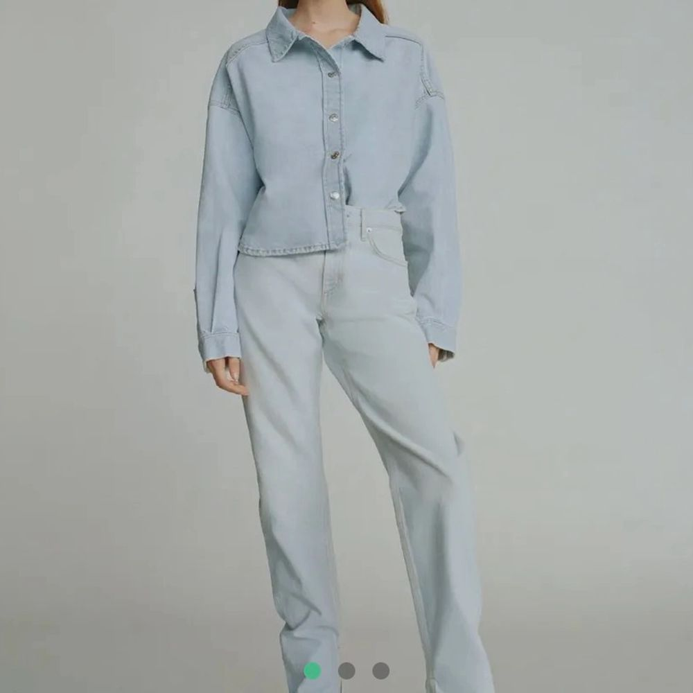 Säljer mina zara jeans, fint skick och skriv vid fler frågor . Jeans & Byxor.