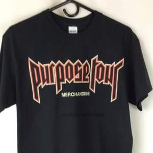 Äkta purpose tour merchandise. Köpt på Urban Outfitters och använd en gång. 100% bomull och är i väldigt bra skick! Kan mötas upp i Sthlm eller skicka (frakt 30kr)