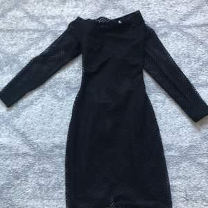 Hej!   Säljer 3 stycken klänningar som jag bara har använt 1 gång  Storlekarna är mellan S-M Pris 250kr st per klänning  Kan frakta (köparen står för frakten) Endast Swish