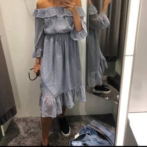 Superfin trendiga klänning ifrån Gina. Köpt för ca 2 år sedan men superbra skick då knappt använd.