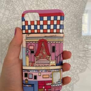 Skalet passar till IPhone 7 & 8🥰 Köpt i Ängelholm, men dansk design;) Riktigt fett skal tycker jag🤩