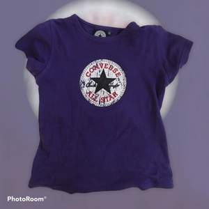Jättefin converse tröja!! Möts gärna upp på söder, annars står köpare för frakt‼️