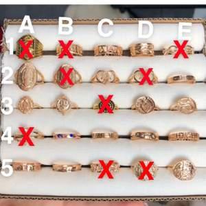 Snygga guldiga ringar i rostfritt stål. Varierande storlekar. Alla ringar kostar 30kr/st. Frakt tillkommer på 12kr oavsett hur många du köper. Postar alltid samma dag om du swishar innan kl. 22:00😊 Snälla skriv bara om du tänker köpa, får extremt många meddelanden<3 Först till kvarn!