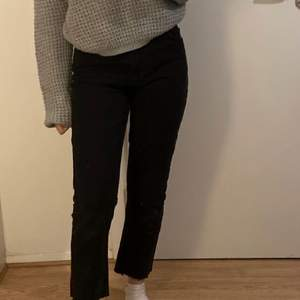 svarta jeans från na-kd i storlek 34 (korta i benen)