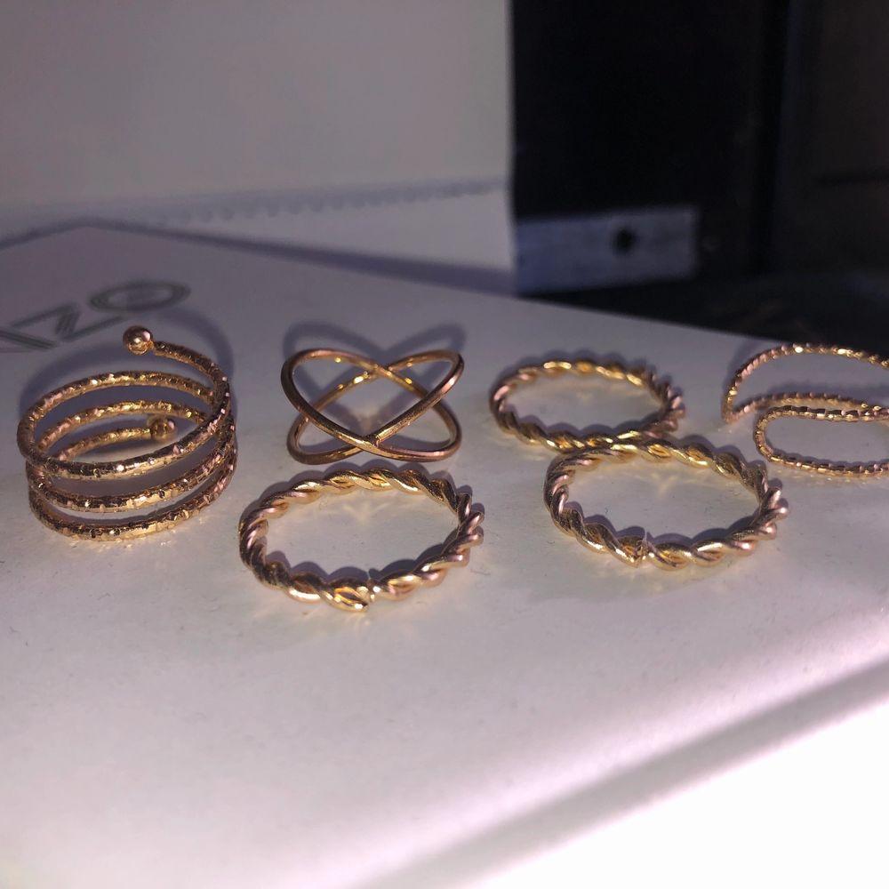 6 ringar för 65 eller 1 för 10. Inte äkta guld. Köparen står för frakten🥰🥰. Accessoarer.