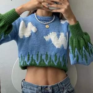 Säljer denna trendiga och populära tröja. Helt ny och aldrig använd av mycket bra kvalitet:)