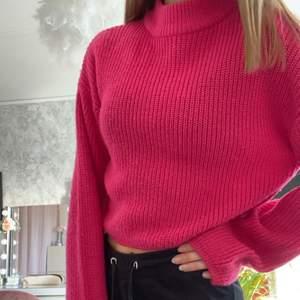säljer denna supermysiga stickade tröjan, den sticks inte på kroppen! använd fåtal gånger och pris går att diskuteras.