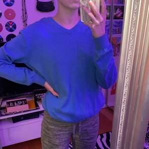 så fin klarblå sweatshirt i strl S! 130kr inklusive spårbar frakt