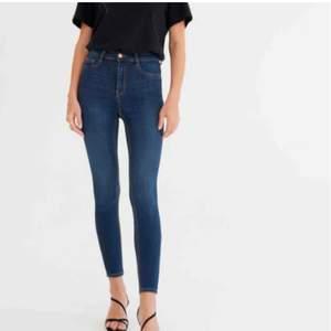 Högmidjade Molly jeans från Gina, Använda en gång så passformen är som ny. 80kr + en liten fraktkostnad som tillkommer