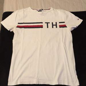 Tommy Hilfiger t shirt i storlek M