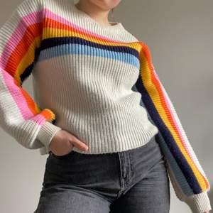 Superfin färgglad stickad tröja! Kommer inte till användning så mycket som jag önskat. Jättefint skick. Storlek xxs men sitter mer som en xs/sSkicka ett meddelande för fler bilder eller frågor☀️
