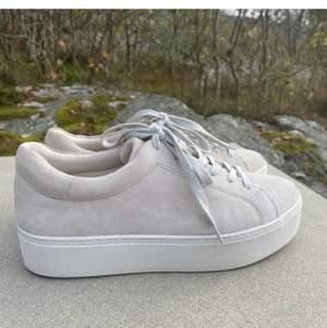 Söker dessa sneakers vagabond jessie i färgen sand, storlek 38/39