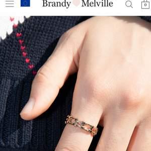 Super fin ring köpt från brandy Melville som endast är testad ❤️ 40kr plus frakten 🖤
