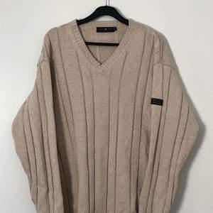En beige stickad tröja från Park Lane. Väldigt bra skick. Priset inkluderar inte frakten. Tar swish.