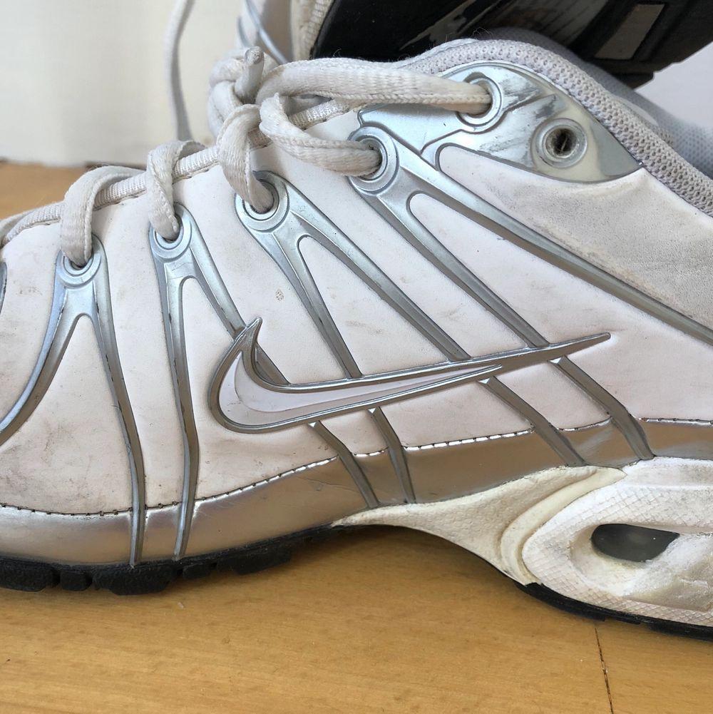 Säljer mina 90-tal Nike sneakers. Köpta begagnat. Bra skick, men kan rengöra dem extra inför försäljning✨  Frakt tillkommer. Accessoarer.