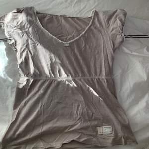 Söt ljusgrå/beige tröja från odd Molly. Storlek 1 vilket motsvarar S. Inga lösa sömmar, hål. Nyskick!