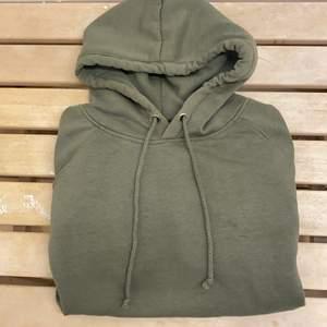 Grön hoodie från bikbok. Storlek s. 80kr