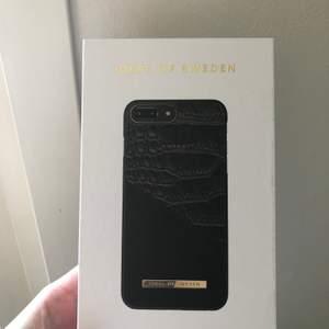 Använt skal från idealofsweden, har gått sönder lite vid hörnet men inget som man tänker på riktigt, nypris va 499kr kom med ett rimligt pris🥰🥰🥰 passar iPhone 8+