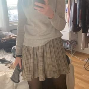 Så fin rutig kjol från zara! Väldigt populär 💕