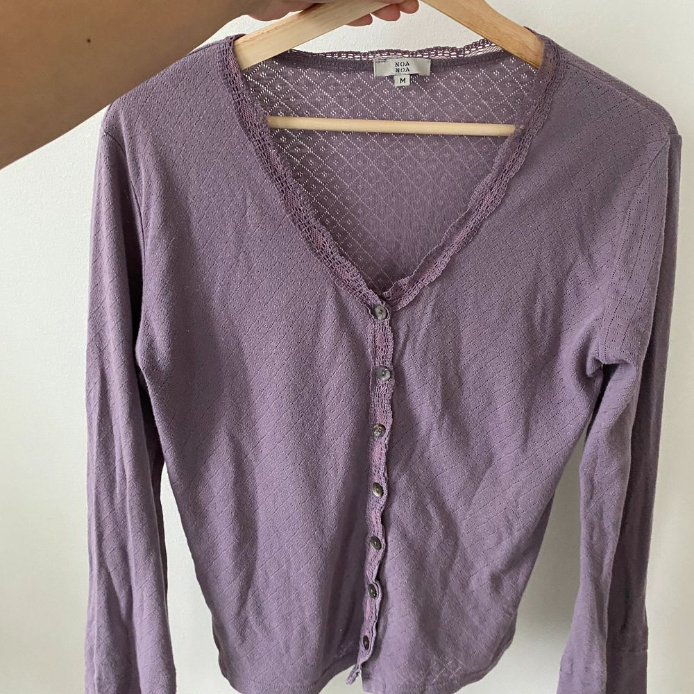 En vintage trendig tröja i en super fin violet färg. . Tröjor & Koftor.