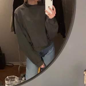 Sweatshirt i stl L men liten i storlek, jag bör vanligtvis S !! 💕💕 bra skick! 100+frakt