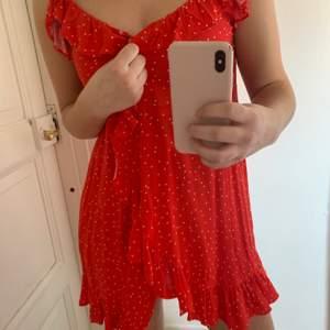 Säljer denna vackra klänningen ifrån hm! Köparen står för frakt<3