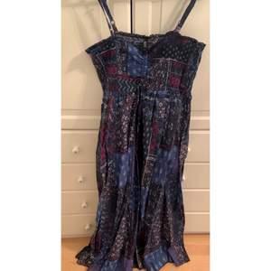Super fin klänning som aldrig använts! Skriv vid intresse! 💕