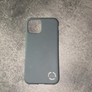 Skal till iPhone 11 PRO, aldrig använt bara uttaget ur förpackingen. Säljer för det ej passade min mobil☺️