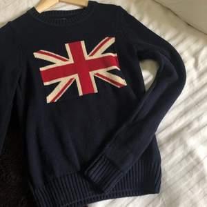 säljer denna sweatshirt som jag köpt för ca 4 år sen. frakten ingår inte i priset, fraktkostnad: 56 kr. 🥰🥰