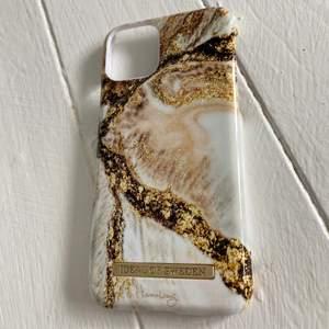 Skal från Ideal Of Sweden till Iphone 11 pro, inga repor eller skador så det är i nyskick, nypris 399kr