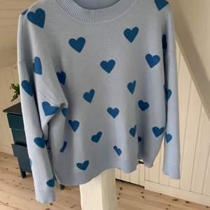 Fin tröja från shein! Väldigt mjukt och luftigt material, perfekt till sommaren. Knappt använd och är i storlek M men passar även S. 100kr + frakt💗