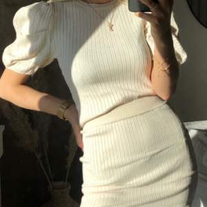 Stickad set från bubbleroom, använd 1 gång , både tröja och kjol