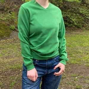 Superskön och tjock college tröja. Passar S-M