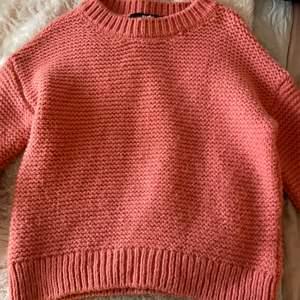 Super fin och jätte gosig tröja från Bikbok som tyvärr inte används mer, perfekt nu till hösten💕köparen står för frakt