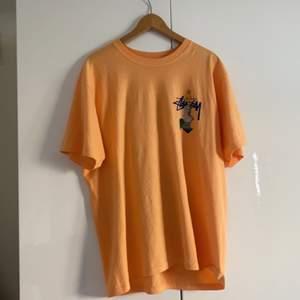 Stussy tröja köpt på nk, paul & friends. Använd ett fåtal gånger.