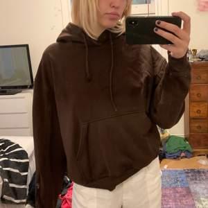 Brun hoodie från weekday