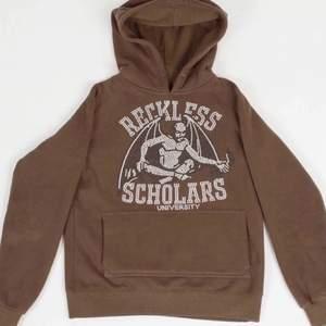 säljer min bruna reckless scholars hoodie. Sparsamt använd