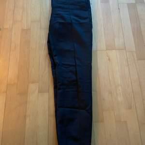 Säljer dessa kostym byxer i storlek 36! De är ifrån selected femme! Säljs för 70kr + frakt