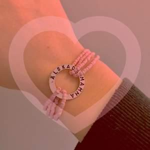 """❤️Alla hjärtans dag-armband❤️(reglerbar, """"älskade mamma"""")14 februari är det alla hjärtans dag!😻 Armbandet har garanterad hållbarhet och ska inte gå sönder⭐️Kolla in mina andra smycken för alla hjärtans dag m.m🥰"""