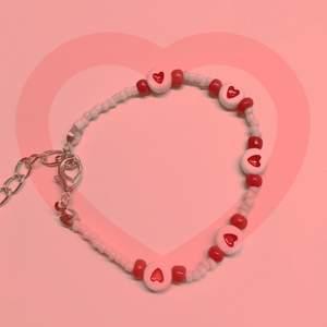 ❤️Alla hjärtans dag-armband❤️ Ge till nån du tycker om!🥰 14 februari är det alla hjärtans dag! Innan 45kr nu 30😻 Kolla in mina andra smycken för alla hjärtans dag m.m