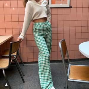 Söker dessa grön rutiga byxor från Zara. Kontaka om du är villig att sälja så kan vi diskutera pris!