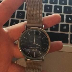 Klocka från WD färg: silver&guld säljer den för 50kr💕 +frakt