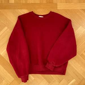 Super skön sweatshirt. Strl M, sitter oversized på mig som är en XS/S skriv för fler bilder