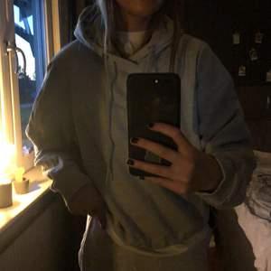 Säljer min gråa hoodie från lager 157!! Använt några få gånger, så den är i ett ganska bra skick! Om du är intresserad, skriv i dm💗💖